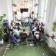 Zwanzig Personen (der Arbeitskreis Connecting Smart Music Cities and Regions) sitzen im Kreis und diskutieren bei der Konferenz Most Wanted: Music 2019